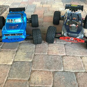 My two favorite bashers the ARRMA #Notorious & the #KRATON 💪💪