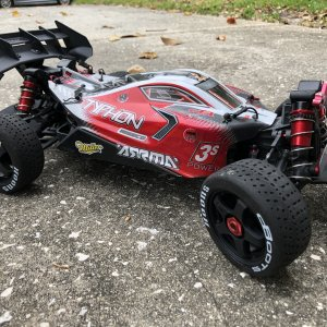 Beefed up / Typhon 3s BLX 4x4 buggy